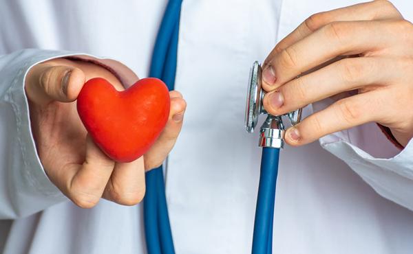 Experto en emergencias cardiovasculares y reanimación